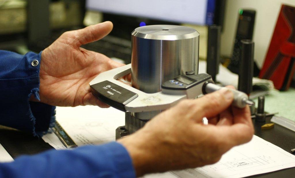 mesure de piece de mecanique de precision