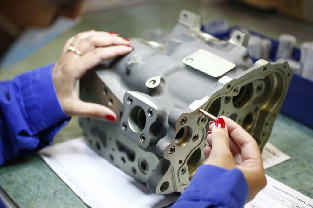 bloc hydraulique piece de precison aeronautique montage