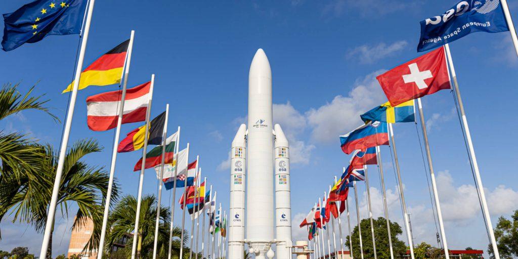Fusée ariane drapeaux